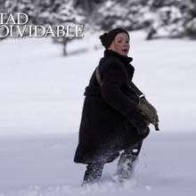 Fondo de pantalla : La niña en la nieve