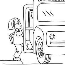 Dibujo para colorear una alumna subiendo en el autobus escolar - Dibujos para Colorear y Pintar - Dibujos para colorear de la ESCUELA - Dibujos VUELTA AL COLE para colorear gratis
