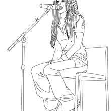 Dibujo para colorear : Avril Lavigne cantando en un microfono