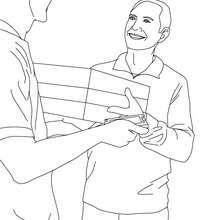 cartero remitiendo un paquete