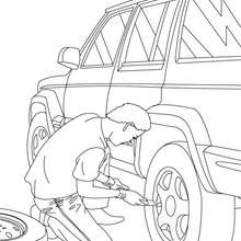 Dibujo para colorear : un mecanico cambiando la rueda del coche