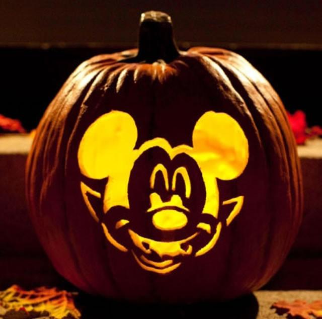 Manualidad infantil : Sculpture Mickey vampire pour citrouille
