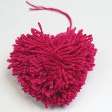 Manualidad infantil : ¿Cómo hacer un pompón en forma de corazón?