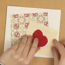 Manualidad infantil : Tarjeta pop-up con una ventana corazón