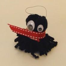 Manualidad infantil : Llavero monstruito de lana