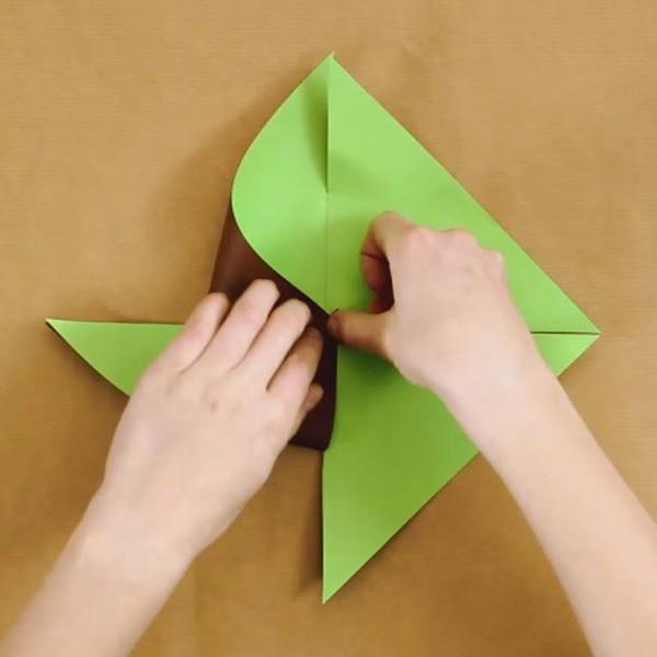 Manualidad infantil : Molinillo de papel bicolor