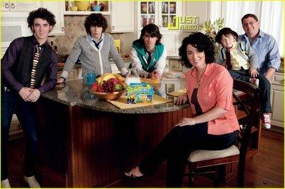 ***=/DoN't SpEaK u.u*** Jonas-brothers-commercial-breakfast-breaks-02-1_tn5