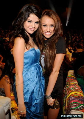 En buca de un Staff Staffoso xD Normal-selena-gomez-teen-choice-awards-44_9x6