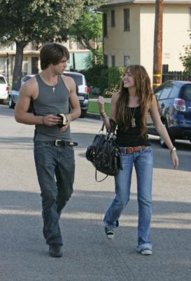 Me enamore de mi secuestrador ( Nick y Tu )(HOT) Rksux_JustinGaston-y-MileyCyrus