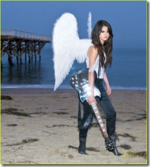 selena-gomez-wings-05
