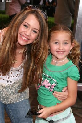 Miley Cyrus  Noah Cyrus on Es  Uploads Membres Articles 20090310 3e3i5 Miley And Noah Cyrus Jpg