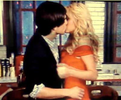 Guerra de Amor! // Joe & _______ (tu) Joe-i-estella2_49m