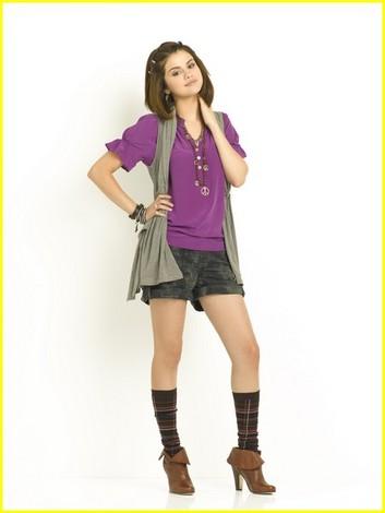 Selena Gomez Falling  on Cuando Entraron A Una Tienda Selena Se Probo Esto