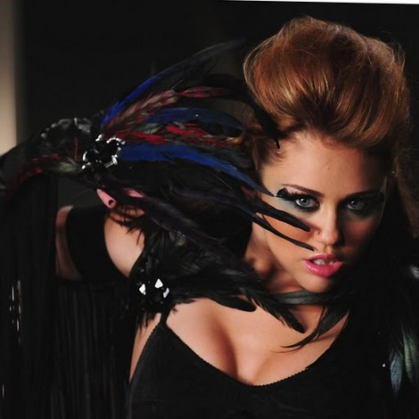 Miley Cyrus Tamed on Miley Cyrus Esta Haciendo Noticia Con Can T Be Tamed La Nueva Cancion